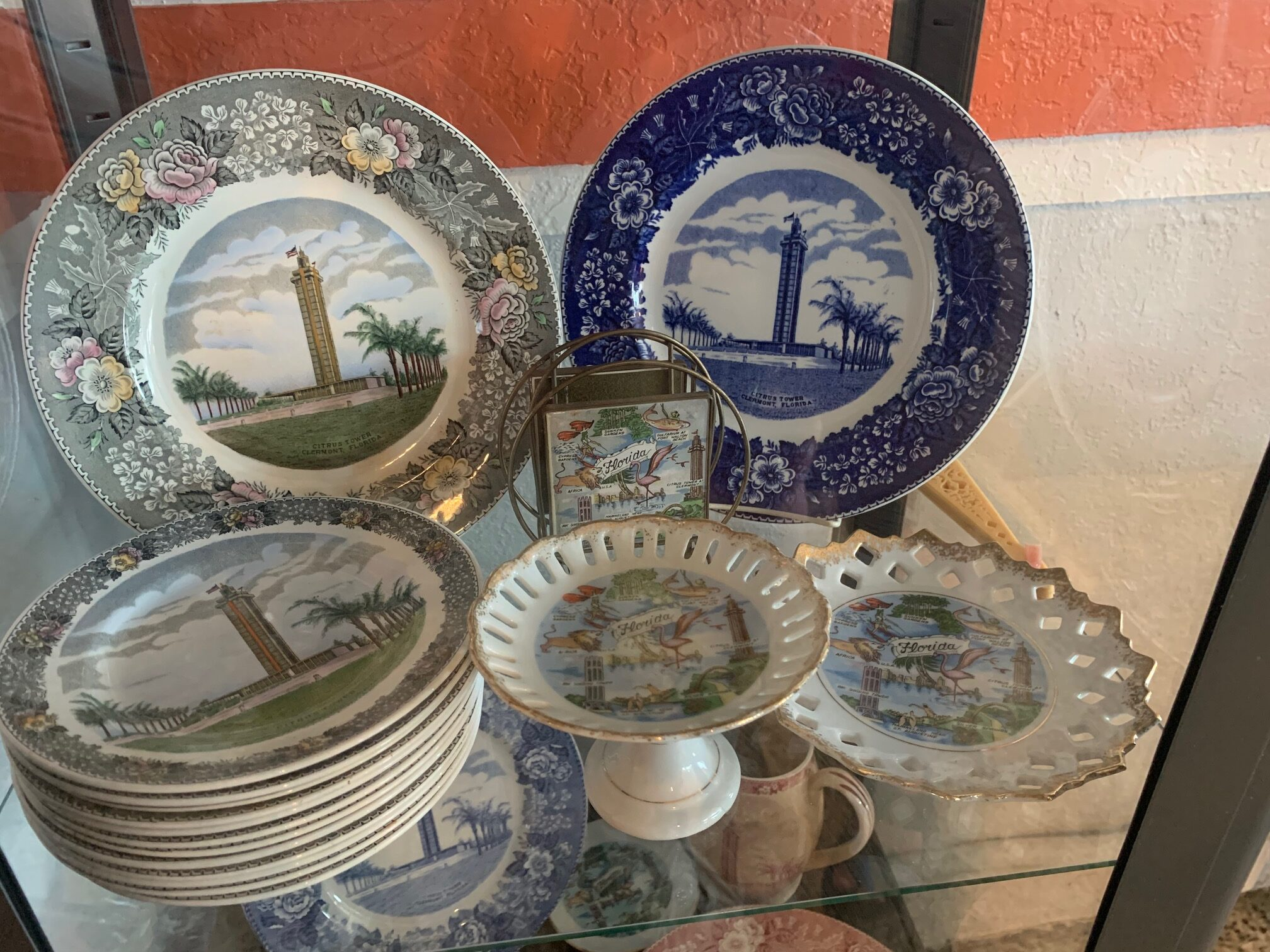 Florida Citrus Tower souvenir plates