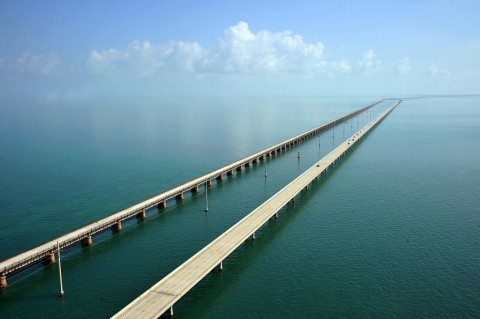a beautiful picture of the 7 mile bridge in the Florida keys