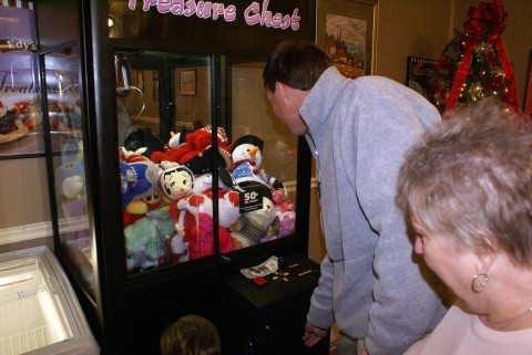 how to win claw machine games