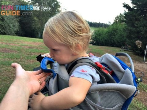 The Osprey hiking baby carrier has 2 large grab handles for secure and easy pickups and unloads.