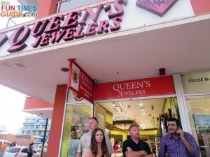 Leaving Queens Jewelers in Aruba. Henry, the owner, is on the phone.