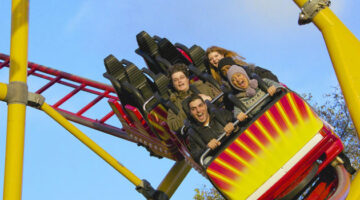 How Cold Weather, Wind, Rain & Lightning Affect Roller Coasters