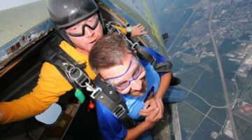 Ready To Go Skydiving? Helpful Tips For Your First Tandem Skydive From Someone Who's Done It 6 Times (….And Counting!)