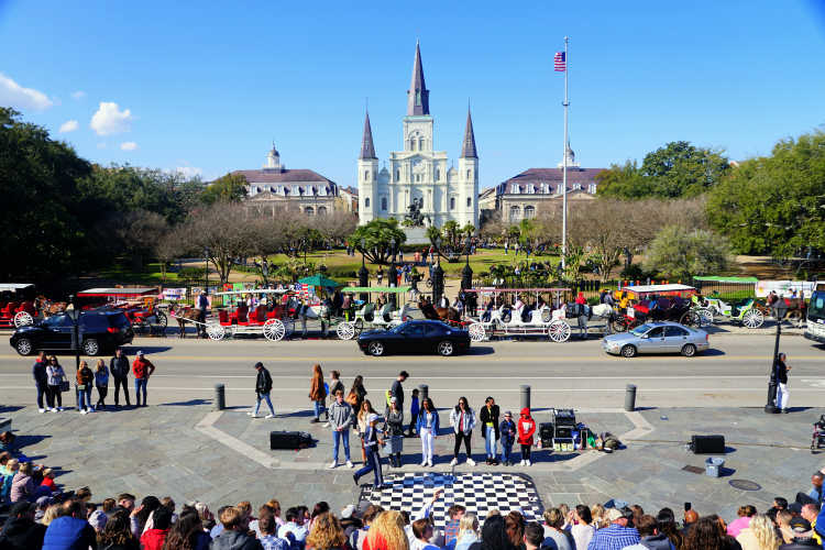 St. Louis Cathedral is definitely one of the New Orleans attractions that you should visit! Here are all the reasons to visit, in my opinion...